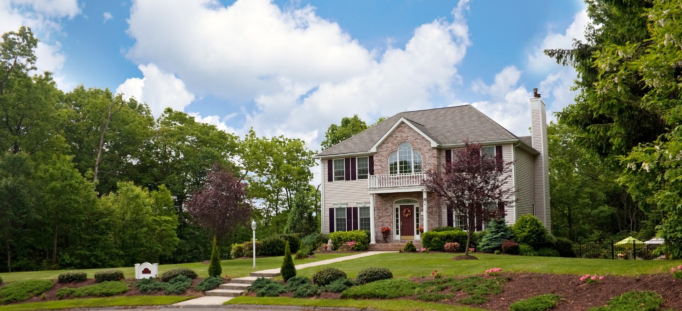 A house with great curb appeal, a great example on how to boost your overall curb appeal.